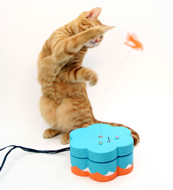Kitty Twitty Cat Toy innovation that'll keep your pet entertained