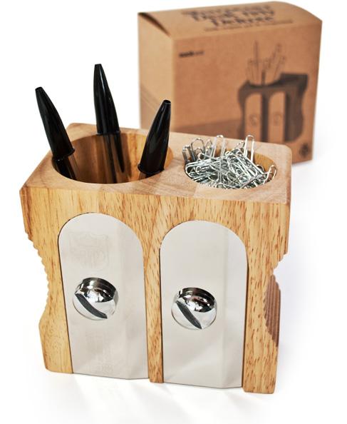 Sharpener pen holder for the desk