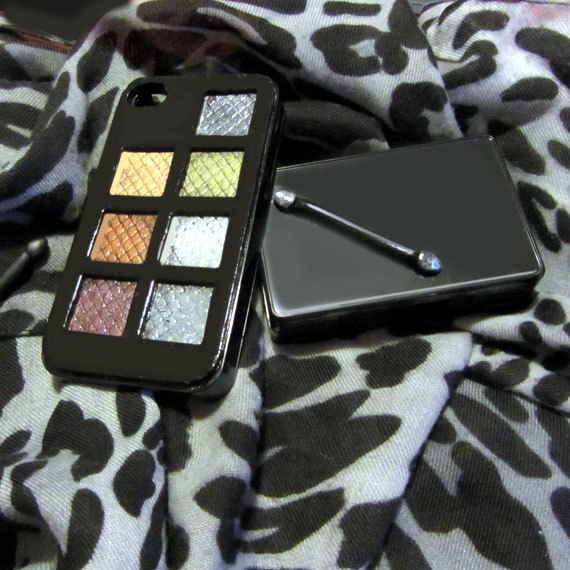 The iPhone 3D Trousse Make Up Case truly lovely