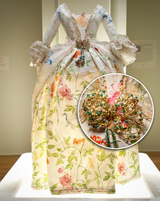 Artist Isabelle de Borchgrave's vintage fashion creations made entirely of paper