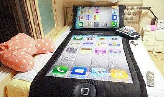 To die for: iPhone Bedding Set
