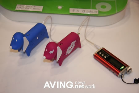 Doggy-shaped portable stereo speaker is not 'bow wow'