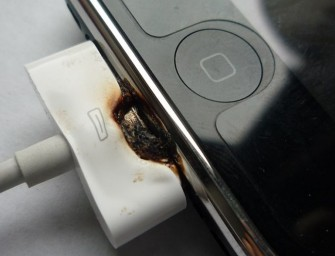 Man Allegedly Burned by his iPhone 4 Sues Apple!