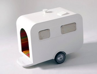 Trailer shaped Nomad Dog's Home is adorable