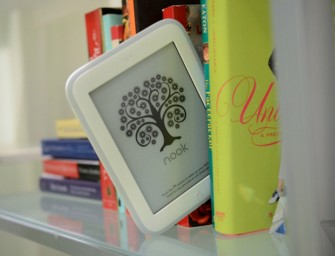 Barnes & Noble launches lighter and brighter Nook GlowLight