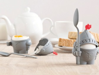 Arthur – the Suit of Armor Egg Cup protects your breakfast from evil forces