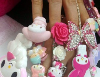 Bizarre Hello Kitty Manicure attracts attention on Twitter!