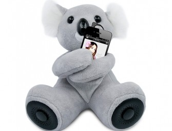 Hi-Koala Portable Speaker hugs your iPhone!