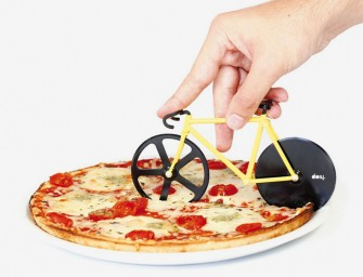 Fixie Pizza Cutter: Ride your way to the perfect slice