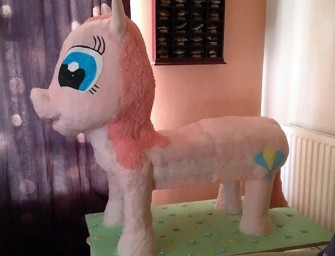 Zealous Mom bakes Life-size My Pony Cake for daughter's birthday!