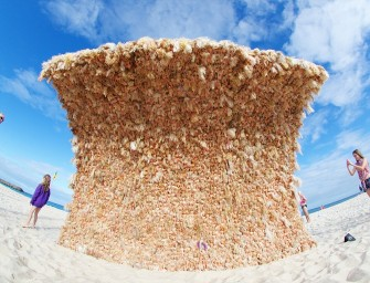 Artist creates a giant Barbie wave sculpture with 3000 Dolls!