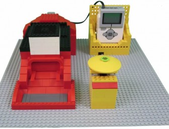 Lego Mindstorms Pet Feeder makes for a Cool Contraption