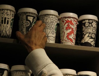 Starbucks barista makes gorgeous artistic etchings on customers' coffee cups