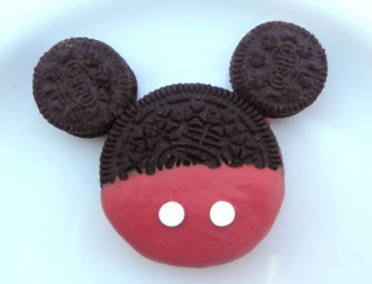 DIY Mickey Mouse Oreos are the cutest!
