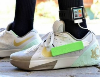These walking shoes can charge your phone, while you burn calories!