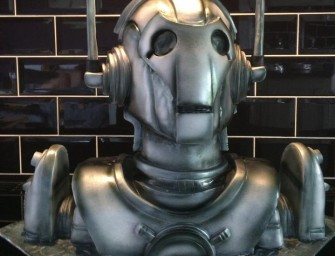 Gobble the Cyberman Cake and Defeat Thy Enemy