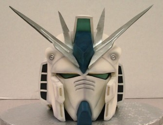 Gundam f91 Helmet Cake is Intimidating