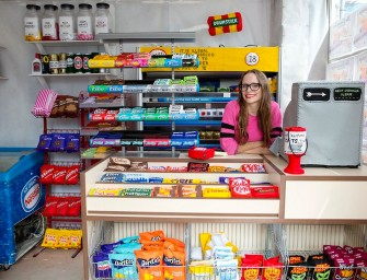 Artist creates pop-up London grocery store entirely out of felt fabric