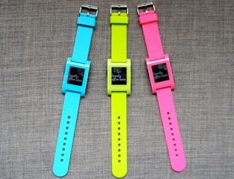 Pebble Smartwatch releases three new limited edition eye-catching colors