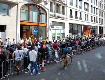 Apple store queue is a serious business!