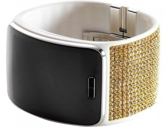 Samsung woes the fairer sex with Swarovski-encrusted Gear S