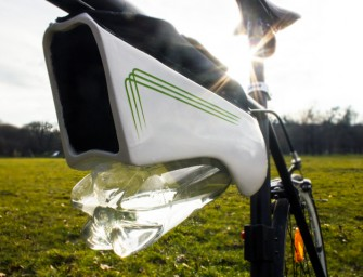 The Fontus Self-Filling Water Bottle creates H2O out of air!