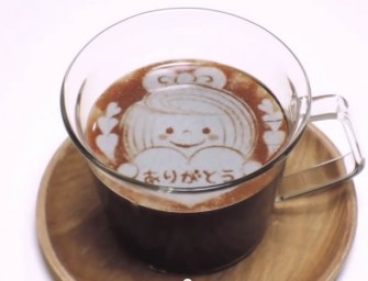 Deco Latte Art Strips and Awaccino 3-D Latte Art Maker: Professionally decorated lattes at home