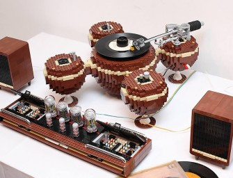Lego enthusiast creates a fully functional Lego Turntable that actually works!