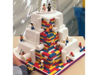 The Lego Wedding Cake to round up your Lego wedding fantasises
